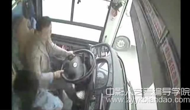 重庆公交车事件.jpg